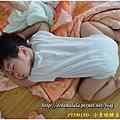 1Y3M15D-小青蛙睡姿 - 真的很像青蛙吧!