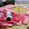 1Y1M4D-屁屁翹高高睡姿 - 從裡面睡到床邊了,這也是床邊要鋪巧拼的原因之一。(太小張?請看下一張...)
