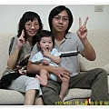 1Y1M9D - 情人節的全家福 99.8.16(程程也比ya哦!^^)