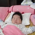 出生大約20天.他都睡大字型的@@