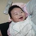 3個月囉!笑的很可愛吧!(好不容易拍到寶寶笑.好感動^^)