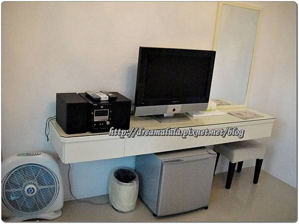 化妝台+電視+音響+小冰箱