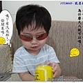 1Y1M6D - 戴墨鏡真帥氣99.8.13