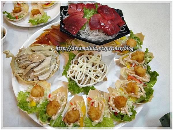 拼盤-生魚片、鮑魚、醉雞、烏魚子、蝦球沙拉
