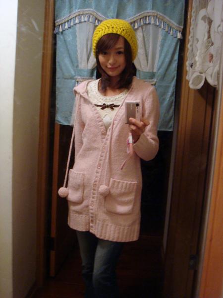 這外套是新買的唷!! H2O的!! 超舒服呢 !!