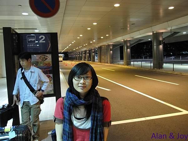 1.晚上9點半到達廣島機場,根本沒什麼人...jpg