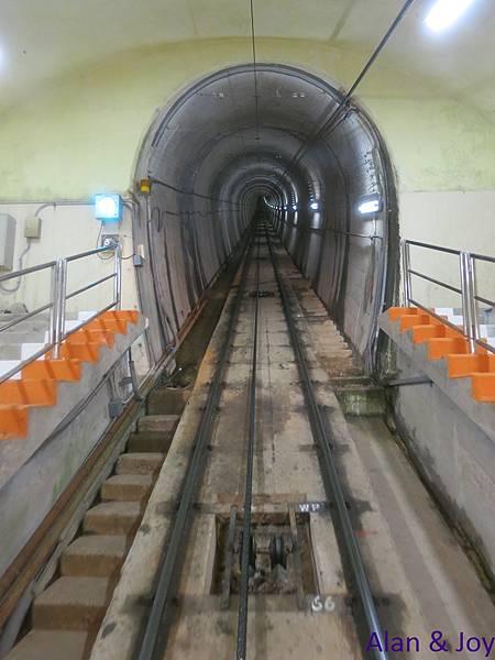 100.接下來要做地下纜車到黑部平