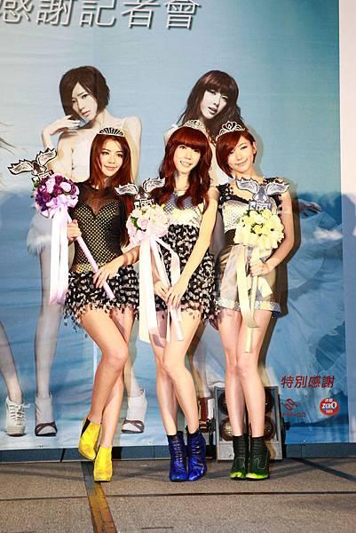 Dream Girls舉辦感謝記者會,出道29天代言進帳1100萬元,發片13天,首張EP目前出貨14150張.JPG