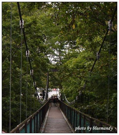 名水公園。吊橋