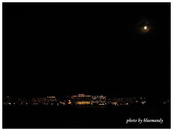 從船上看岸上旅館,好美
