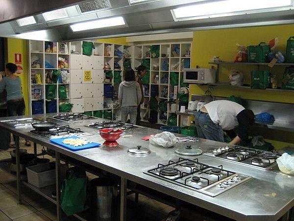 背包客棧裡面的廚房,大家都是自己來