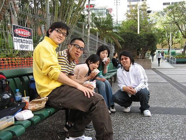 大家相約出去玩,是泰國室友的日本同學們