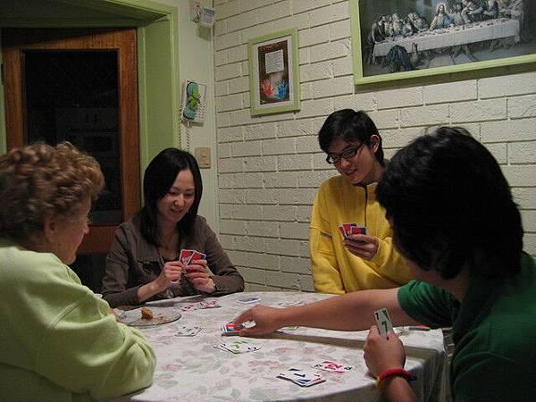 闔家玩撲克,是種特殊的牌,台日澳泰大戰