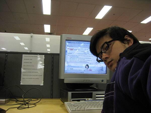 圖書館網路是可以免費使用的,終於看到中文