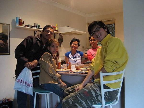 Gemma朋友大多是菲律賓人,這是生日小聚會