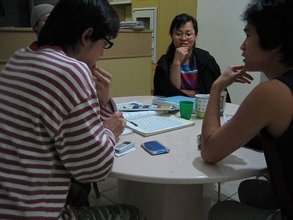 原來他們國小課程必需學漢字,我們正在討論中