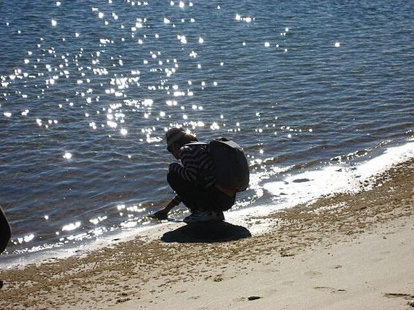 玩耍沙子的小女孩,其實是Joyce
