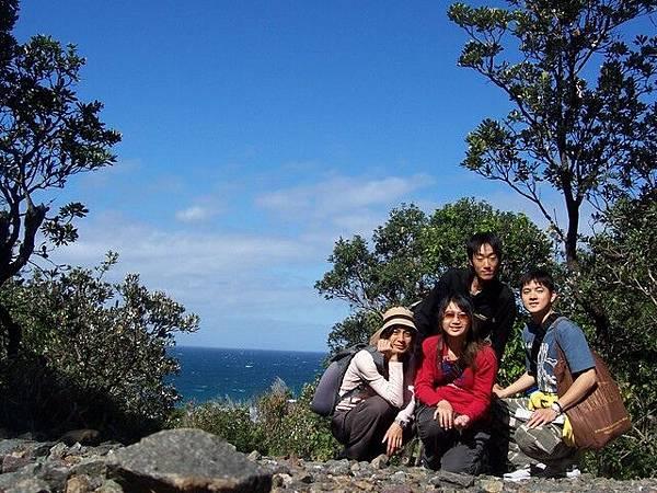 爬山爬了幾個小時,終於看到海了