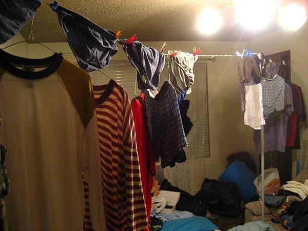出發前的準備工作之一,室內晾內褲:p