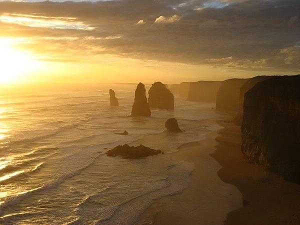 有名的十二門徒岩最著名的景色就是黃昏