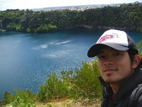 藍湖算是火山湖,也挺有特色