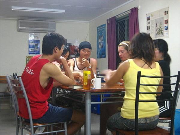 國際有名的撲克牌遊戲,目前我只聽過台灣沒有,是我見識淺薄?