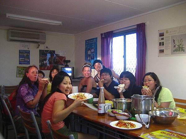 義工們大部分是亞洲人,人都不錯,他們幾乎沒遇過台灣人