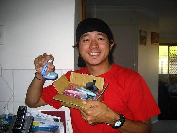 收到台灣的救助了,眼鏡以及隱形眼鏡,感謝老爸媽