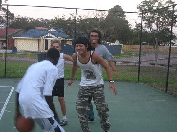 會合第一件事!打球^^跟黑人打,有趣的經驗