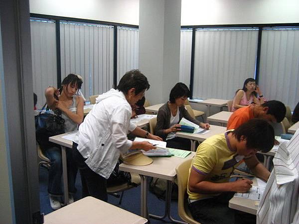 進語言學校都要先經過測驗,筆試口試樣樣來