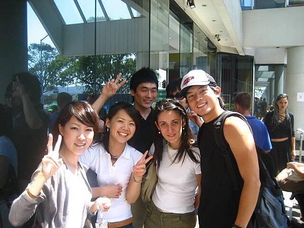 要好的同學們,兩個日本,一個法,一個韓,很好認的,相信我