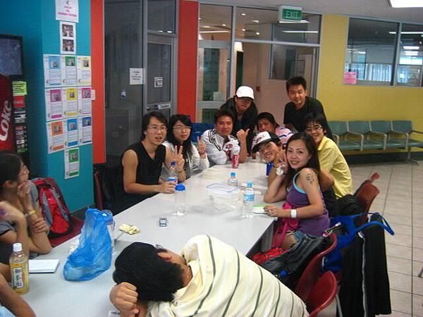 這裡也挺多台灣人,人都挺好,只是覺得我只念一週很奇怪