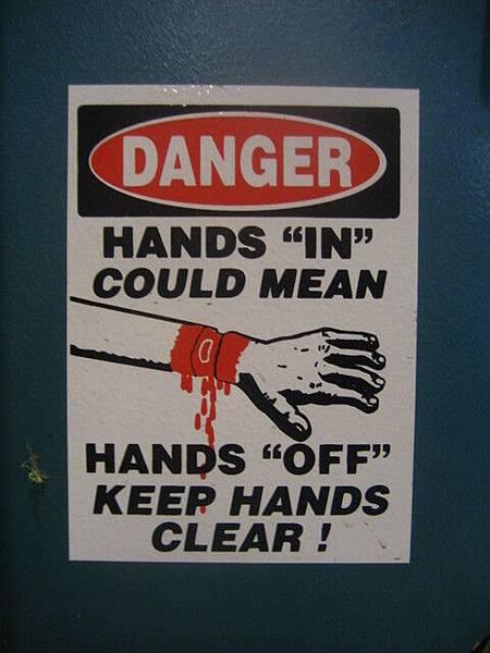 其實工廠很危險,我給夾過一次,沒大礙,現在還有痕跡