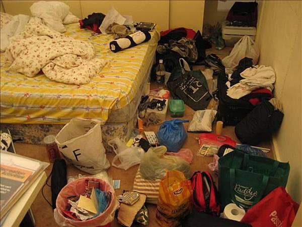 大費周張的事前準備,弄亂了房間,哈哈