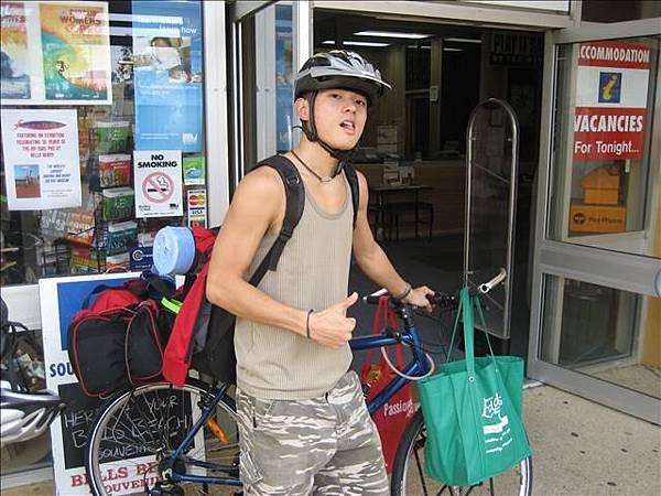 亂七八糟駝著包包騎去跟ELI會合,也東晃西晃騎了40幾分鐘哩