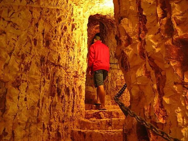 到了Coober pedy,還是要住洞穴屋的啦^^