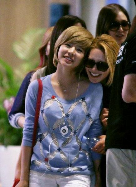 Sunny Hyoyeon-120610 Incheon Airport2
