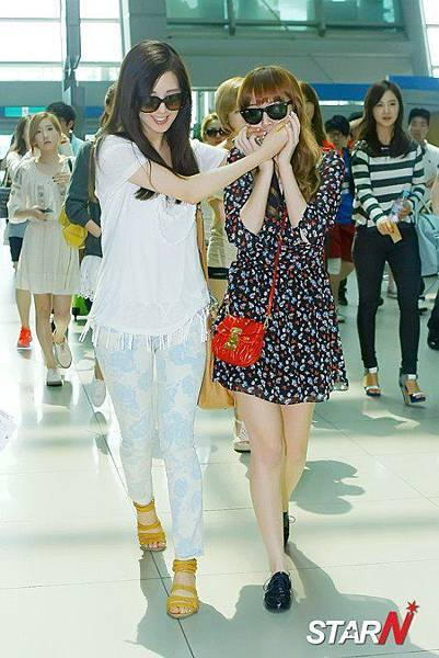 Seohyun Jessica-120609 Incheon Airport