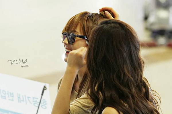 SeoHyun Jessica-120708 Gimpo Airport (Departure to Japan) 2