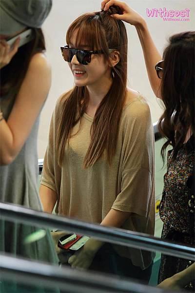 SeoHyun Jessica-120708 Gimpo Airport (Departure to Japan) 3