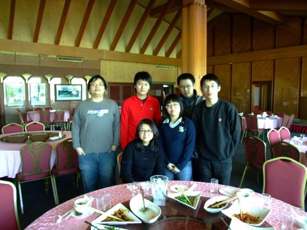 南一球場餐廳指導老師與該指導學生聚餐