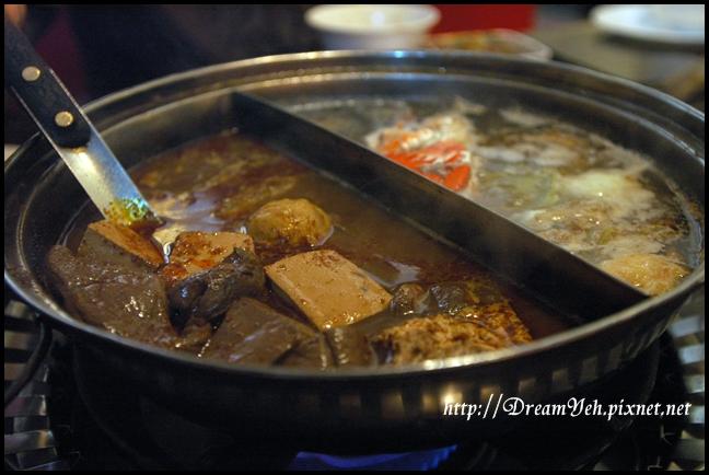 鴛鴦鍋-鴨血與豆腐