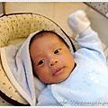 寶寶舉手.JPG