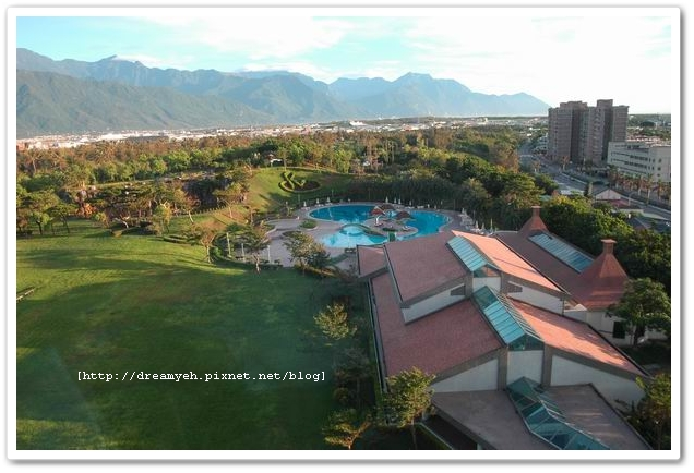 可以看到飯店的游泳池