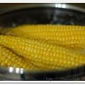 煮玉米01