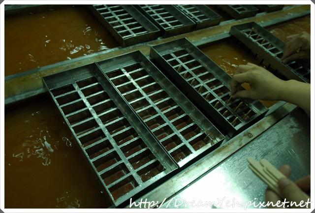 06慢慢插入每個冰槽.JPG