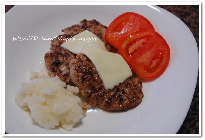 漢堡肉加起司和番茄