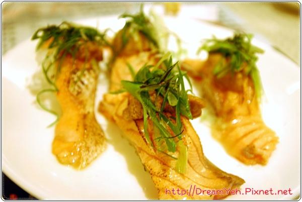 炙海膽鮭魚腹壽司