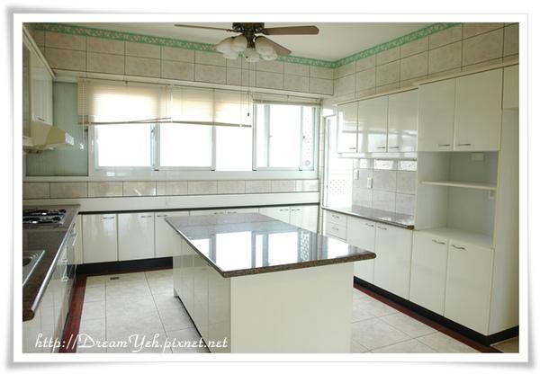 有中島台的廚房