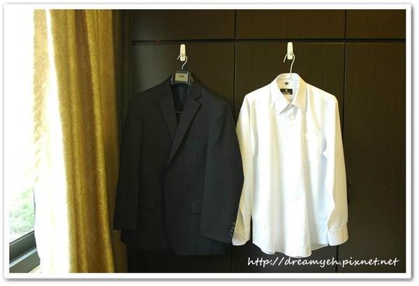 西裝外套和白襯衫